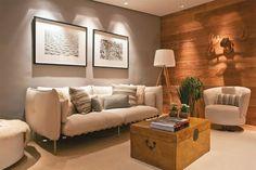 revestimento de madeira na parede da sala