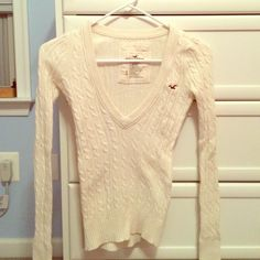 Hollister Sweater Cream Hollister cable knit v-neck sweater. Very warm and cozy! Hollister Sweaters V-Necks