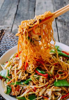 Vegetable Ramen is a simple & easy-to-make meatless Monday meal all instant ramen lovers must try. For you carnivores, just add meat to this vegetable ramen! Ramen Recipes, Asian Recipes, Dinner Recipes, Cooking Recipes, Healthy Recipes, Ethnic Recipes, Asian Foods, Chinese Recipes, Recipies