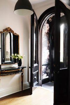 Entrance Hall with Black Doors & Stunning Wallpaper Home Design, Design Entrée, Architecture Details, Interior Architecture, Interior And Exterior, Entry Hallway, Entryway, Entrance Hall, Interior Decorating