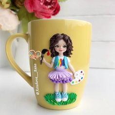 Иногда ощущение, что заказчики сговариваются... Девчонка - художник!  (стилизация - от 1700₽, личико кукольное на мое усмотрение, похожи одежда, причёска) #художник #куколка #девочка #ребенок #кружкасдекором #кружканазаказ #декоркружки #хэндмэйд #лепка #своимируками #fimo #handmade #polymerclay #clay #кружка #вкусныеложки #полимернаяглина