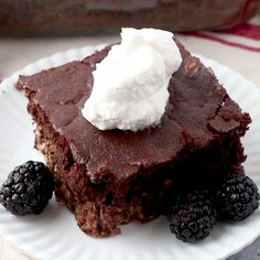 The taste of brownies is now an acceptable breakfast. This brownie baked oatmeal is really loaded with oats and yogurt. Go ahead and make some, I dare you! Amish Recipes, Baking Recipes, Dessert Recipes, Dutch Recipes, Oatmeal Cake, Baked Oatmeal, Baking With Yogurt, Baking With Oats, No Bake Brownies
