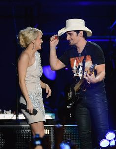 Carrie Underwood sang with Brad Paisley at the 2013 ACM Awards.