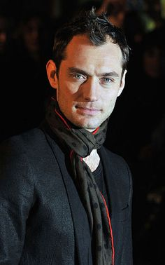 Jude Law, event wear, scarf