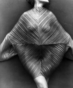 Wrapped Torso, Los Angeles, 1989. Photo: Herb Ritts.