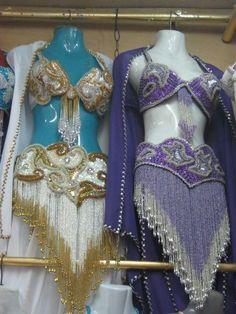 بدلة رقص متوفر الوان منها  البدلة مكونة من   برا - حزام - جيبة - شــال سعرها 460 درهم
