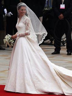 Kate Middleton e seu vestido da grife Alexander McQueen.