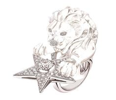 """Chanel """"Constellation du Lion"""" ring in 18-karat white gold set with 157 brilliant-cut diamonds for a total weight of 1.9 carat, a 1.5-carat round-cut diamond and a 91-carat fancy-cut crystal."""