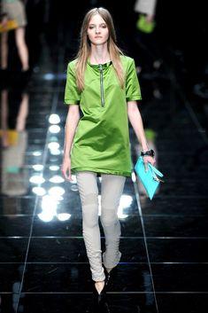 Burberry Spring 2011 Ready-to-Wear Fashion Show - Amanda Norgaard