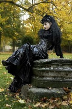 Top Gothic Fashion Tips To Keep You In Style. As trends change, and you age, be willing to alter your style so that you can always look your best. Consistently using good gothic fashion sense can help Gothic Steampunk, Victorian Gothic, Steampunk Fashion, Gothic Lolita, Steampunk Clothing, Gothic Art, Gothic Vampire, Gothic Metal, Punk Girls