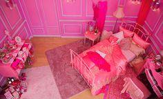 """ピンクオパールの石言葉は""""ハピネス""""。幸福で満たしてくれるゴージャスなピンクのベッドルーム。"""