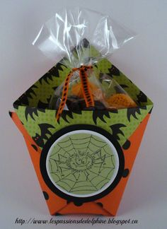 Pochette à gâteries Scrapbooking, Halloween, Playing Cards, Container, October, Candy, Pouch Bag, Food, Gift