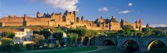Hoy te preguntamos... ¿Reconoces la silueta de esta extraordinaria ciudadela medieval fortificada? Algunas pistas: Situada en el Languedoc, en plena región cátara, a tocar del canal du Midi y Patrimonio de la Humanidad por la UNESCO desde 1997... ¿No te parece simplemente preciosa?