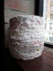 Make a Basket Out of Plastic Bags: 11 Steps (with Pictures) Reuse Plastic Bags, Plastic Bag Crafts, Plastic Bag Crochet, Diy Plastic Bottle, Plastic Baskets, Upcycled Crafts, Recycled Art, Repurposed, Diy Arts And Crafts