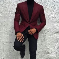 What Are The Looks One Can Achieve With A Burgundy Blazer is part of Suit fashion - Burgundy suit might seem like a big commitment so you can always opt for a Burgundy Blazer or suit jacket instead Here are the looks you can opt for Maroon Blazer, Maroon Suit, Burgundy Suit, Maroon Tuxedo, Mens Fashion Suits, Mens Suits, Black Men In Suits, Mode Swag, Blazer Outfits Men