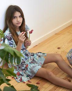 Descubre Moodblue moda para niña SS17. Preciosos vestidos y faldas para niñas y chicas. Podéis comprar en su tienda online.