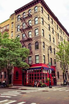 Friends Apartment in the West Village, New York, USA. Looking for the best things to do in the West Village? Here's a complete guide!
