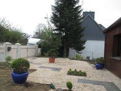 #jeannereidpaysagiste #paysagiste #landscaper #jeannereidlandscaper #gardenconcept ◹◸ #moderngarden #jardinmoderne #garden #jardin #designedgarden #topiary #topiaire #gravillons #gravel #flowerbed