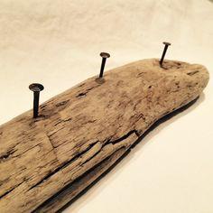 """Wunderschönes Unikat- die Garderobe oder Schlüsselbrett """" Sommernacht """"wurde aus Treibholz gefertigt. Größe: ca. 30 cm lang, 8 cm breit und 5 cm dick Solltet ihr andere Maße benötigen oder..."""