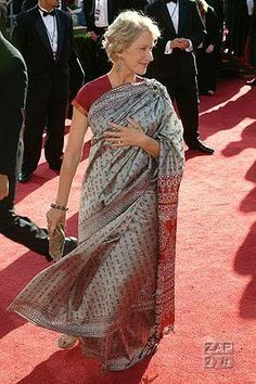 Helen Miren wearing saree