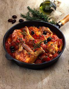 Unser beliebtes Rezept für Geschmortes Hähnchen in würziger Tomatensoße und mehr als 55.000 weitere kostenlose Rezepte auf LECKER.de.