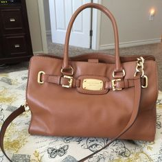 Authentic MKS Brown Hamilton Genuine Leather Bag. Gorgeous, like new excellent condition. Only used it once. No flaws or stains. Inside or out. this is an extraordinary beautiful purse! Plenty of pockets in the inside and a center zippered pocket. It won't last long so hurry up and make it yours! Michael Kors Bags Shoulder Bags