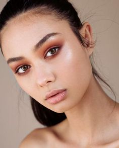 Hi Beauties!  We are bringing you our top makeup looks and trend picks for 2017. Enjoy! 1. Full and fluffy brows   2. Heavy metal eyes  3. Glossy bold lips   4. No makeup, makeup  5. Dark sultry lip, nude eyes.   6. Warm copper eyes and nude lips.  7. Statement eyes.  8. Strobing    9. Graphic eyeliner  10. Glossy Eyes   Thanks for reading. We hope you enjoyed our fave makeup looks and trends. Click here to check out our cosmetics.