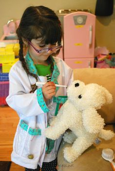 Play: Vet's Office Pretend Play - Great for a dramatic play area. Could come up with a pretty funny clown skit with this idea! Dramatic Play Themes, Dramatic Play Area, Dramatic Play Centers, Reggio Emilia, Community Helpers Preschool, Raising Girls, Play Based Learning, Play Centre, Preschool Activities