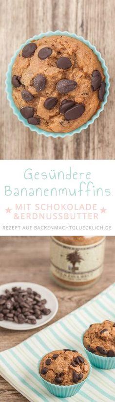Unglaublich leckere und trotzdem vergleichsweise gesunde Muffins mit wenig Zucker und Fett. Die Bananen-Schoko-Muffins sind u.a. mit Kokosblütenzucker und Erdnussbutter aufgepeppt. Im Teig stecken zudem Bananenmus und zuckerfreie Schokoladen-Drops.