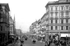 Praterstraße um 1905, im Hintergrund ein Zug der Type d_G Richtung Praterstern fahrend Vienna, Street View, Black And White, History, Vintage, Old Pictures, Tourism, Nostalgia, Architecture
