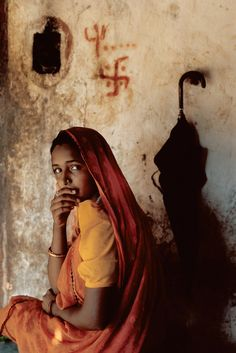 Ahmedabad, Gujarat, India by Steve McCurry Steve Mccurry Portraits, Steve Mccurry Photos, We Are The World, People Around The World, Steeve Mc Curry, Children Photography, Portrait Photography, Photo Portrait, World Press Photo