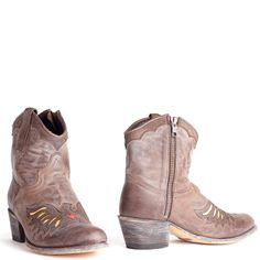 Sendra boots Debora Insa 11998 Vibrant t.moro. International shipping -> free shipping in Europe. E-mail us! https://www.boeties.nl/sendra-laarzen-debora-insa-11998-donkerbruin