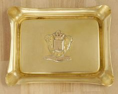 Square ashtray with a coat of arm in the middle || Vintage brass