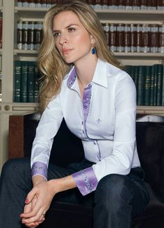 Camisa dudalina Corsage, Fade Styles, Beautiful Blouses, Business Outfits, White Shirts, Womens Fashion For Work, Office Fashion, White Fashion, Custom Clothes