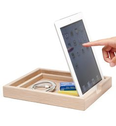 A minimalist, wooden dock tray for your iPad or tablet that props your device up or lets it lay down flush, complete with extra storage. Easy Projects, Wood Projects, Woodworking Projects, Ipad, Home Technology, Technology Gifts, Electronics Gadgets, Home Automation, Cool Gadgets
