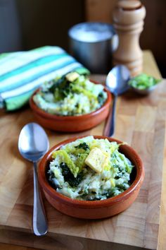 Irish Food Colcannon - a dish consisting of cabbage and potatoes. (looks nicer than other one, little portions) Colcannon Recipe, Cabbage And Potatoes, Mashed Potatoes, How To Cook Kale, Cooking Recipes, Healthy Recipes, Vegetarian Cooking, Easy Recipes, Kitchens