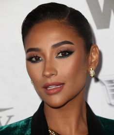 We sign the makeup trends of 2020 Glam Makeup, Beauty Makeup, Eye Makeup, Hair Makeup, Hair Beauty, Makeup Brushes, Shay Mitchell Makeup, Make Up Looks, Makeup Trends