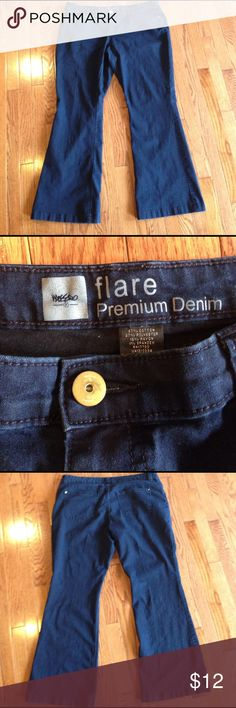 "Mossimo Flare Premium Denim, size 16 No size tag, but about size 20.  Waist has a circumference of 42.5"", about 20"" straight across waist.  Measures 38.5"" from waist to hem. About a 30"" inseam. 11.5"" Leg opening. Dark blue in color. Great condition! Mossimo Supply Co. Jeans"