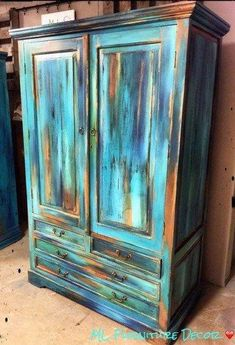 old furniture Unique and eye-catching paint technique called Bermuda Blending .step-by-step instructions and details on paint brands and colors! Bohemian Furniture, Funky Furniture, Refurbished Furniture, Unique Furniture, Repurposed Furniture, Furniture Makeover, Bedroom Furniture, Furniture Online, Furniture Design