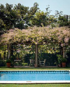 Estilo clássico inspira jardim desta casa em Itu - Casa