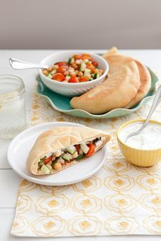 Let's Do Lunch: Veggie Chickpea Pitas with Yogurt Dill Sauce - Annies Eats