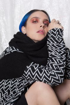 GUSTA FW15/16 - A large circular scarf for men and women