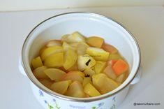 Compot de mere proaspăt și aromat cu lămâie și scorțișoară - rețeta bunicii   Savori Urbane Fruit Salad, Food And Drink, Potatoes, Vegetables, Drinks, Canning, Bebe, Drinking, Fruit Salads