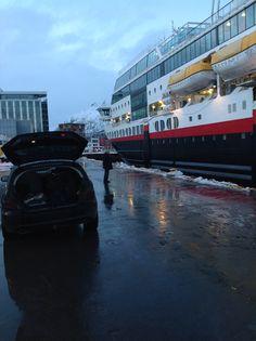 Er bare å komme seg hjemover. Bilen er skakk.... Inn på båten hjem fra Svolvær.