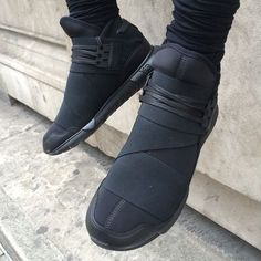 Modern and Sleek Black Adidas Qasa High Top Sports Sneakers Sports Shoes For Men 2014 cheap nike shoes for sale info collection off big discount.New nike roshe run,lebron james shoes,authentic jordans and nike foamposites 2014 online. Guy Fashion, Teen Fashion, Fashion Shoes, Nike Fashion, Dark Fashion, Urban Fashion, Me Too Shoes, Men's Shoes, Shoe Boots