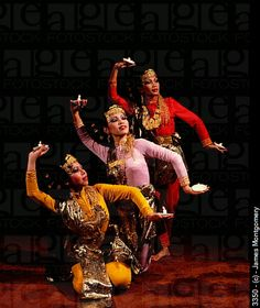 dancing+Malaysia | Malay candle dance. Malaysia. 3350 © James Montgomery History Guy, Vietnam, Malaysia Truly Asia, Cultural Dance, Dance Paintings, Filipiniana, Candle In The Wind, Dance Pictures, Dance Photography