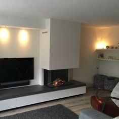 Looking for the right fireplace? Take a look at these inspirations! Living Room Decor Cozy, Living Room With Fireplace, Living Room Modern, Home Living Room, Interior Design Living Room, Modern Fireplace, Fireplace Design, Interior Stairs, Interior Exterior