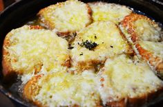My favourite french onion soup. French Onion, French Toast, Onion Soup, Supe, Vegetarian Recipes, Cooking, Breakfast, Onion Soup Meatloaf, Kitchen
