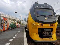 Spoor 35A in Eindhoven zo naast het Philips stadion wordt sporadisch gebruikt als perron voor (uit)supporters maar wel veel voor rangeerbewegingen van de poetssporen naar het perron en vice versa. Hier de 2919 voor de richting Maastricht! #philipsstadion #treinleven #instamachinist #instatrain #machinist #machinistlife #treinspotter #trein #treinfoto #zug #train #ns #ns_online #spoorwegen #nederlandsespoorwegen #railway #railwayphotography #eisenbahn #eisenbahnfotografie  #station #eindhoven