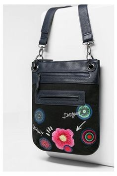 Embroidered black shoulder bag Desigual. Discover the fall-winter 2016 collection!